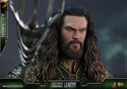 Hot Toys 1/6th Scale MMS447 Justice League Aquaman Collectible Figure