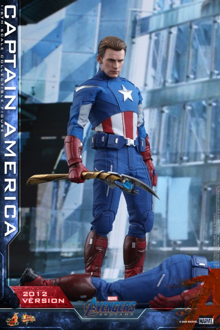 Hot Toys 1/6th Scale MMS563 Avengers: Endgame Captain America (2012 Version) Collectible Figure