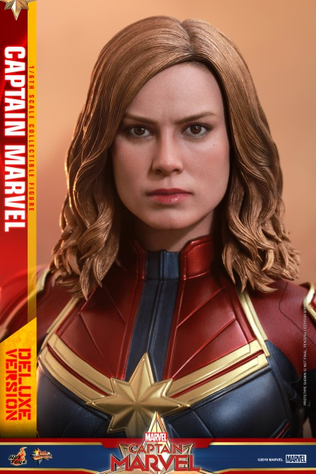 Hot Toys 1/6th Scale MMS522 Captain Marvel: Captain Marvel (Deluxe Version) Collectible Figure