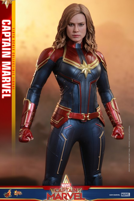 Hot Toys 1/6th Scale MMS521 Captain Marvel: Captain Marvel Collectible Figure