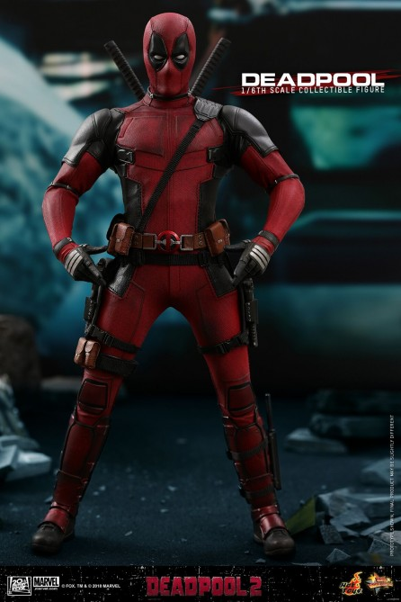 Hot Toys 1/6th Scale MMS490 Deadpool 2: Deadpool Collectible Figure