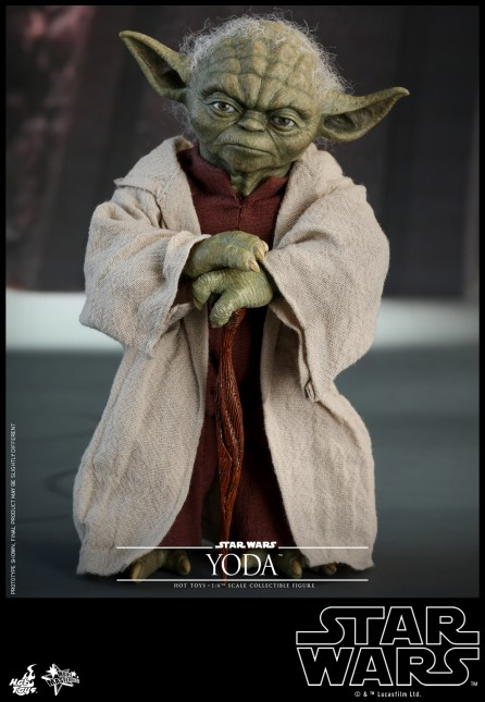 Hot Toys 1/6th Scale MMS495 Star War Episode II: Attack of the Clones Yoda Figure