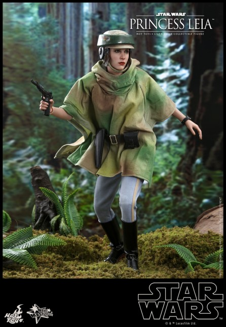 Hot Toys 1/6th Scale MMS549 Star Wars: Return of the Jedi Princess Leia Figure