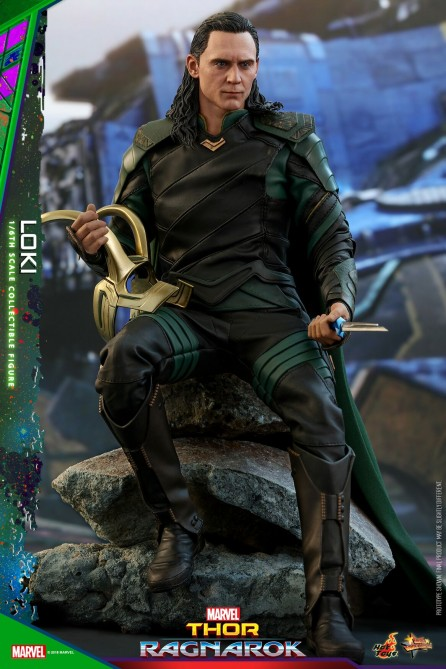 Hot Toys 1/6th Scale MMS472 Thor: Ragnarok Loki Collectible Figure
