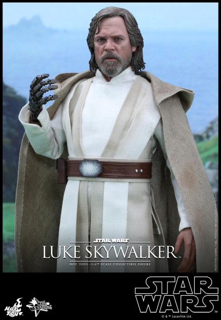 Hot Toys 1/6th Scale MMS390 Star Wars: The Force Awakens Luke Skywalker Figure