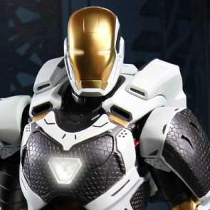 Super Alloy 1/4th Scale Iron Man 3 Starboost Figure