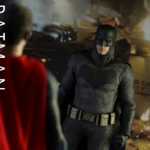 Hot Toys 1/6th Scale Batman v Superman: Dawn of Justice Batman & Superman Set of 2