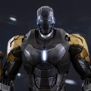 Hot Toys 1/6th Scale Iron Man 3 Striker (Mark XXV) Collectible Figure