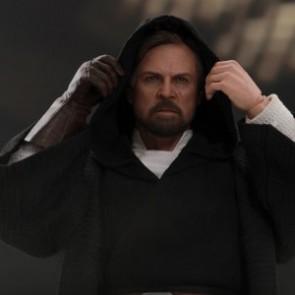 Hot Toys 1/6th Scale MMS507 Star Wars: The Last Jedi Luke Skywalker (Crait) Figure