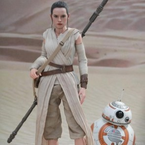 Hot Toys 1/6th Scale Star Wars The Force Awakens Rey & BB-8 Set