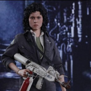 Hot Toys 1/6th Scale MMS366 Alien: Ellen Ripley Collectible Figure